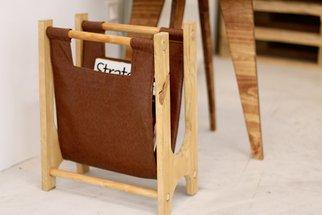 Tuto: un porte-revues rétro en bois et cuir