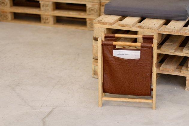 Tuto: un porte-revues rétro en bois et cuir 6
