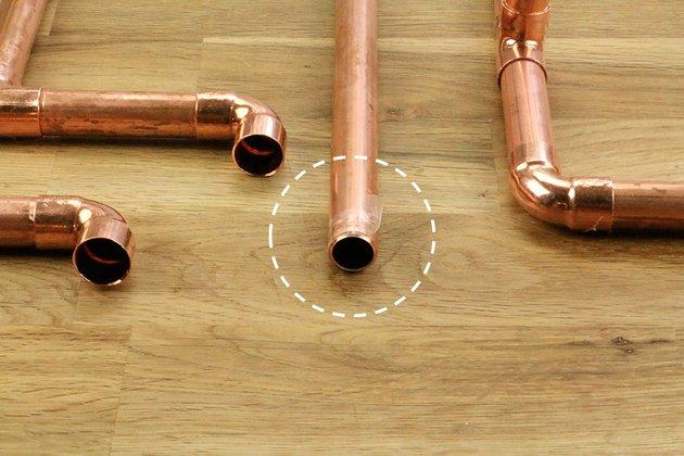 Tuto: un porte essuie-tout avec des tubes en cuivre 3
