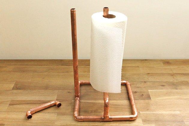 Tuto: un porte essuie-tout avec des tubes en cuivre 6