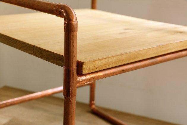 Tuto: un petit meuble en bois et tubes en cuivre 7